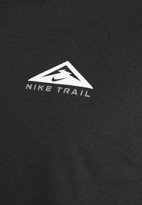 Nike Performance - DRY TEE TRAIL - Camiseta de manga larga - black - 4