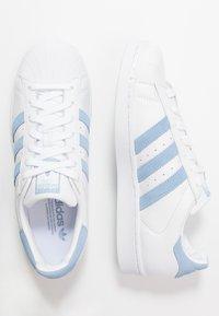 adidas Originals - SUPERSTAR - Sneakers laag - footwear white/glow blue - 1