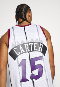 Mitchell & Ness - NBA TORONTO RAPTORS - VINCE CARTER - Article de supporter - white - 4