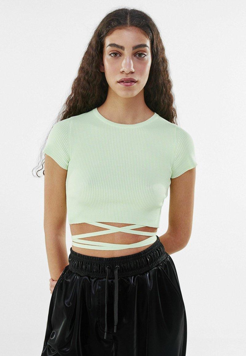 Bershka - Print T-shirt - green