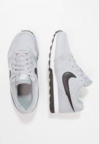 Nike Sportswear - MD RUNNER 2 - Trainers - wolf grey/black/white - 0