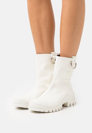 STIVALE DONNA WOMAN`S BOOT - Wellies - white