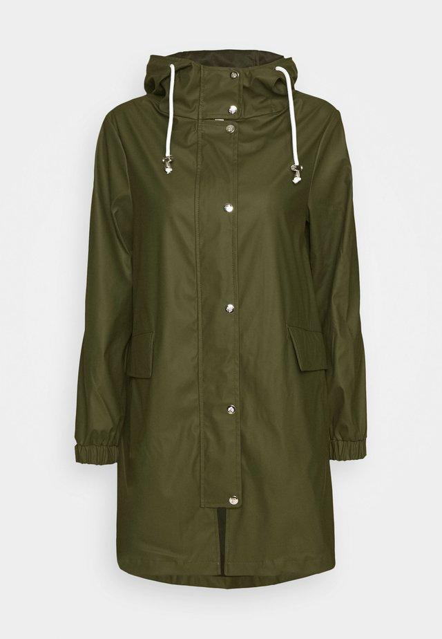 RAINCOAT - Waterproof jacket - green