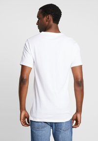 Lacoste - 3 PACK SLIM FIT TEE  - Undershirt - black/mottled grey/white - 2
