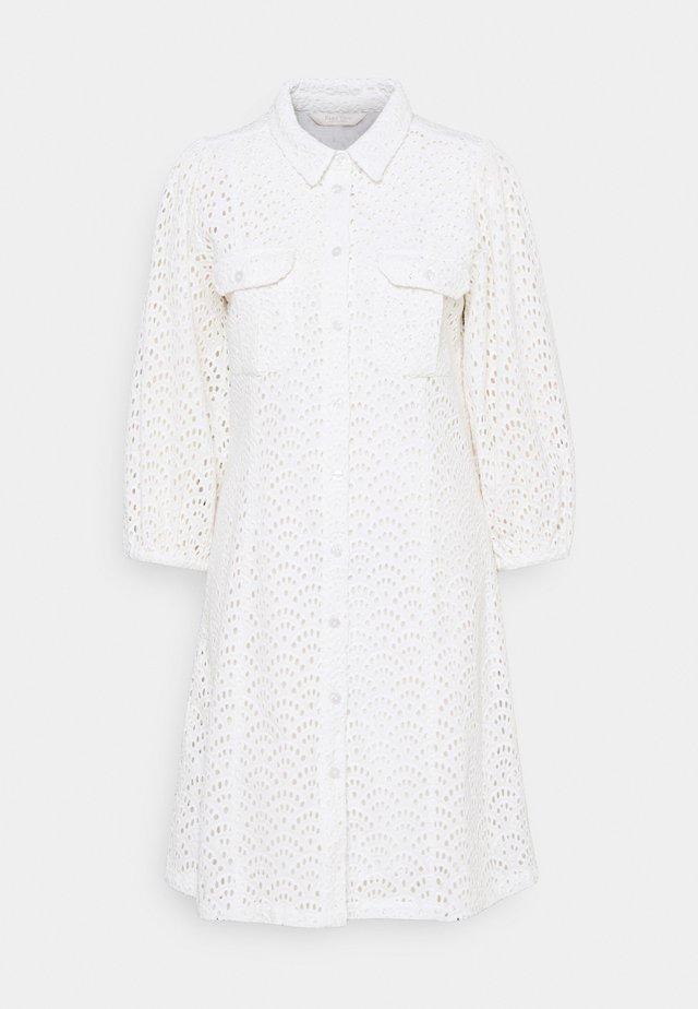 HELLEANN - Robe chemise - bright white