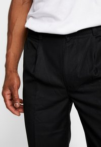 Bellfield - MENS CROPPED TROUSER - Trousers - black - 3