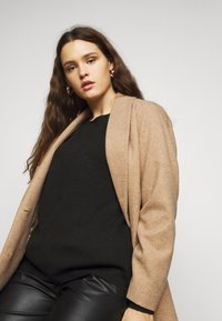Dorothy Perkins Curve - MINIMAL SHAWL COLLARCROMBIE COAT - Short coat - camel - 3