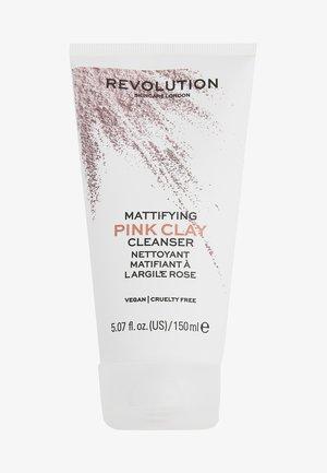 REVOLUTION SKINCARE MATTIFYING PINK CLAY CLEANSER - Gesichtsreinigung - -
