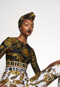 Versace Jeans Couture - REGALIA BAROQUE SCARF - Halsdoek - nero - 1