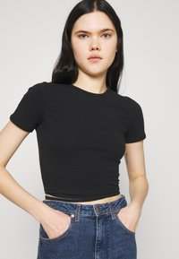 Hollister Co. - STRAPPY WRAP TEE - Basic T-shirt - black - 3