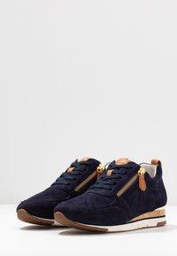 Gabor - Sneakers laag - bluette/cognac - 6