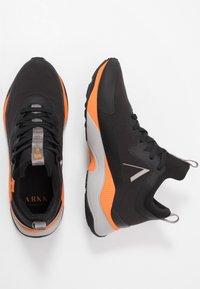 ARKK Copenhagen - STORMRYDR VULKN VIBRAM - Sneakersy niskie - black/orange - 1