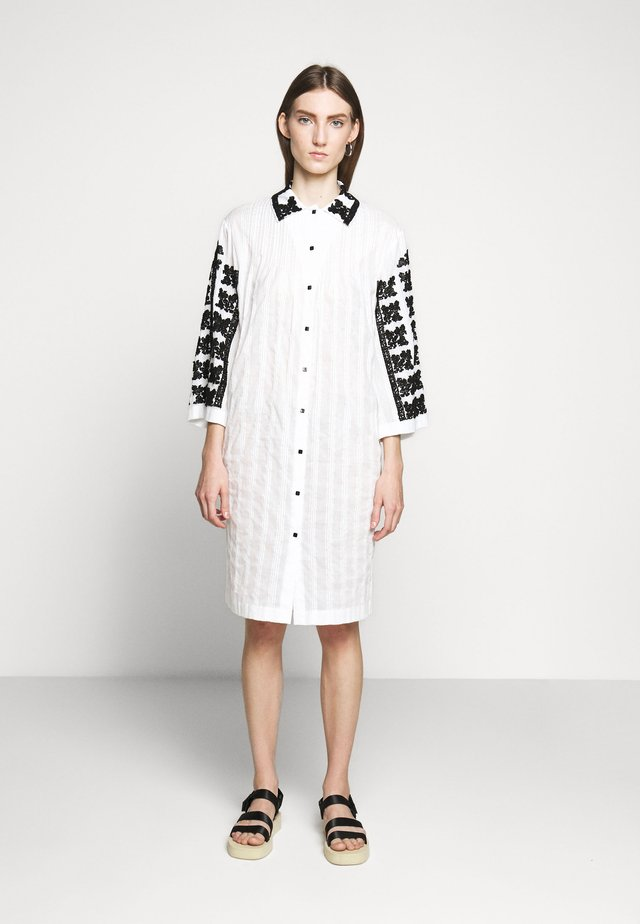 TOMOKO DRESS - Paitamekko - white