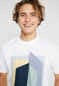 FoR - PIERRE BOLD GRAPHIC FRONT TEE - T-shirt con stampa - white - 3