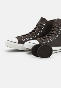 Converse - CHUCK TAYLOR ALL STAR UNISEX - Sneakers alte - brown/vintage white/black - 5