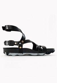 BAYTON - Sandalen met enkelbandjes - black - 4
