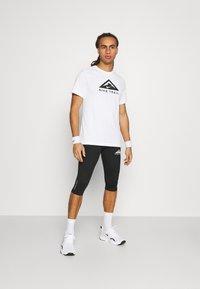 Nike Performance - TRAIL 3/4 - Tights - black/dark smoke grey/white - 1