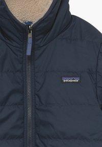 Patagonia - BOYS' REVERSIBLE READY FREDDY HOODY - Winter jacket - new navy - 4