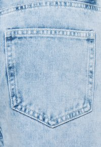 Missguided Petite - BAGGY BOYFRIEND - Relaxed fit jeans - light blue - 2