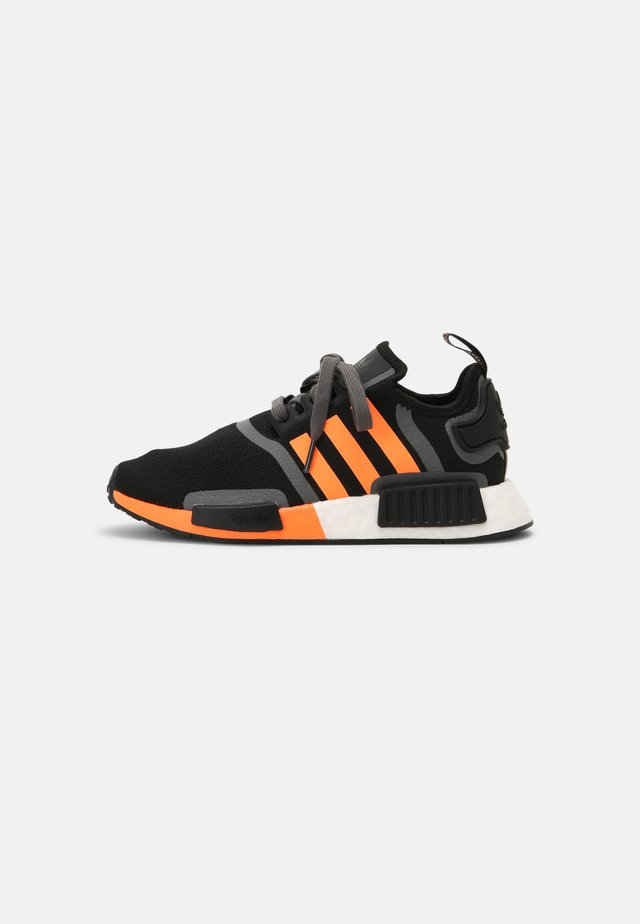 NMD_R1 BOOST SHOES - Tenisky - core black/screaming orange/grey five