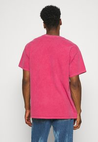 BDG Urban Outfitters - NATIONAL GRAPHIC TEE UNISEX - Print T-shirt - red - 2
