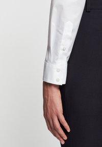 Seidensticker - LANGARM - Button-down blouse - weiß - 5