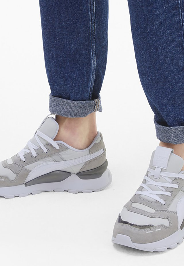 MONO METAL  - Stabilty running shoes - vaporous gray-gray violet