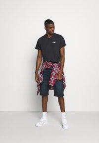 Tommy Jeans - REGULAR CORP LOGO CNECK - Basic T-shirt - black - 1