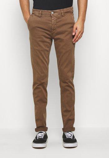 ZEUMAR HYPERFLEX  - Slim fit jeans - cigar