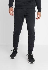Under Armour - RIVAL PRINTED - Pantaloni sportivi - black - 0