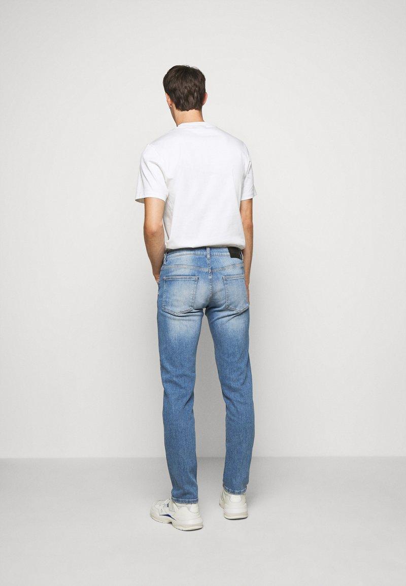 J.LINDEBERG JAY ACTIVE - Jeans Slim Fit - ice blue/hellblau KeFGEf