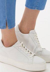 BRAX - STYLE MARY  - Straight leg jeans - used fresh blue - 4
