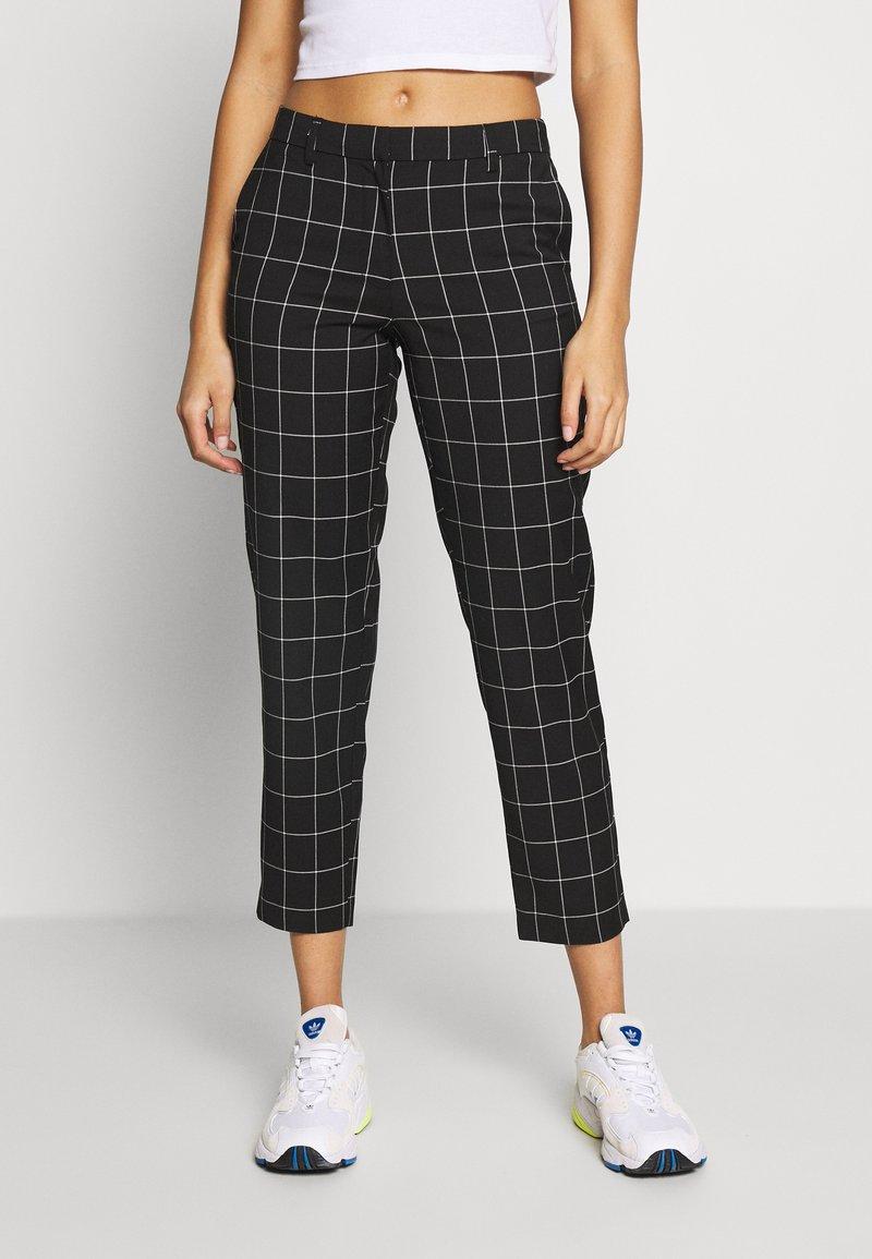 ONLY - ONLSARAH CHECK PANT - Kalhoty - black/creme