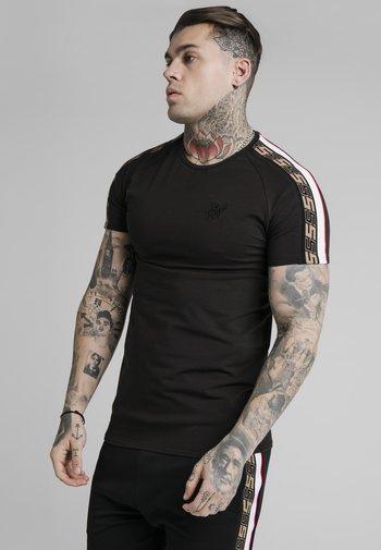 RAGLAN TECH TEE - Print T-shirt - black