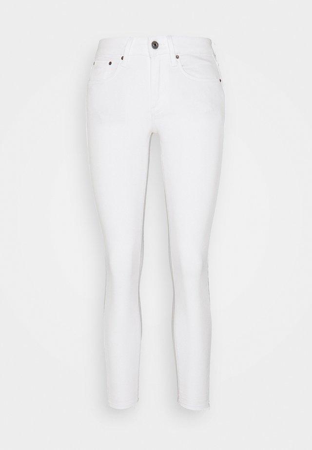 MID SKINNY ANKLE - Skinny džíny - white