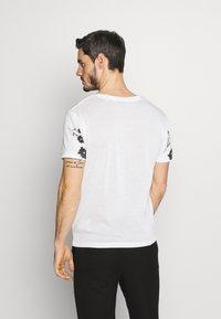 Jack & Jones PREMIUM - TIME TEE CREW NECK - T-shirt med print - blanc de blanc - 2