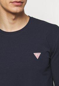 Guess - CORE TEE - Maglietta a manica lunga - blue navy - 5