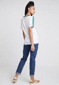 adidas Originals - REGULAR TEE - T-shirts print - white - 2