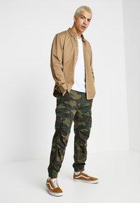 Levi's® - TAPERED CARGO - Pantaloni cargo - khaki - 1