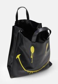 Steffen Schraut - SMUDGE - Shopping bags - black/yellow - 2