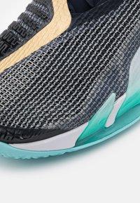 Nike Performance - COURT REACT VAPOR NXT - Tennissko til multicourt - dark obsidian/metallic gold - 5