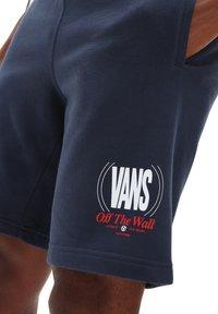 Vans - MN FREQUENCY FLEECE SHORT - Shorts - dress blues - 2