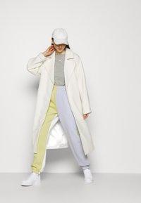 Nike Sportswear - Print T-shirt - grey heather/white - 3
