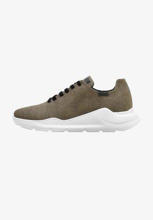 Sneakers - army, black suet