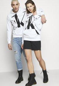 Calvin Klein Jeans - CK ONE BIG LOGO REGULAR HOODIE - Hoodie - bright white - 3