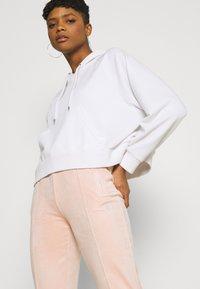 Juicy Couture - TINA - Trainingsbroek - pale pink - 3