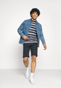 Jack & Jones - JCOFLAME TEE CREW NECK - Print T-shirt - navy blazer - 1