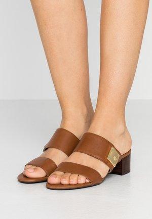 WINDHAM - Mules - deep saddle tan