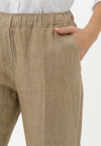 BRAX - Trousers - toffee - 3