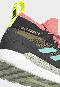 adidas Performance - TERREX FREE HIKER GORE-TEX WANDERSCHUH - Fjellsko - khaki - 8